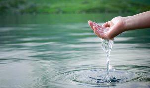 Cuvintele antice care purifica apa si o aduc in starea ei divina