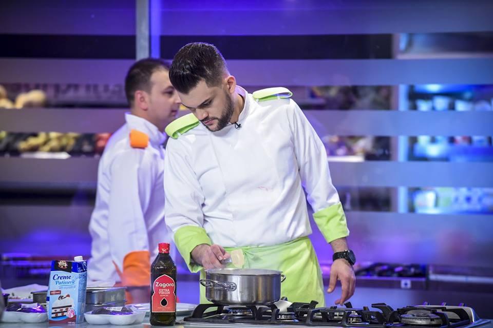 """Absolvent al Centrului de Formare Profesională Eurodeal la cursul de bucătar s-a remarcat pentru seriozitate și profesionalism. Pasiunea pentru gastronomie a lui Samir este o moștenire de familie, pe care a șlefuit-o prin multă muncă și ambiție. Bucătăria este mediul în care se simte cel mai confortabil. Mărturisește că mâncarea savuroasă trebuie să fie făcută ,,cu suflet"""". Samir a participat și la binecunoscutul show Chef la cuțite sezonul 4, făcând parte din echipa lui Chef Bontea, echipa verde. După un traseu interesant la emisiune acesta a ajuns în semifinale. Samir a avut plăcerea să ne ofere un interviu în care să află cum a început povestea în gastronomie și lumea bucătăriei. Se descrie ca fiind o persoană sociabilă și carismatică. Îi place foarte mult bucătăria și îi place foarte mult să lucreze în echipă. Ce v-a determinat să iubiți bucătăria? Este o moștenire de familie.Tatăl meu m-a învățat să respect mâncarea și să gătesc cu pasiune. Meseria de bucătar este plină de provocări.Pe care v-o aminți cel mai bine? Ultima provocare pentru mine în domeniul bucătăriei a fost experiența Chefi la cutie,unde am ajuns până în semifinale. Acolo am cunoscut mulți oameni noi pasionați și a fost o oportunitate pentru mine să învăț multe lucruri noi. Cum ați debutat în această meserie? Având pasiunea de mic,am început să gătesc prietenilor iar în timp am ajuns să fac o meserie din asta. Dacă ar fi să aveți un ucenic,ce l-ați sfătui cu privire la meseria de bucătar? Că totul se face cu multă munca, pasiune și dragoste, iar că în orice domeniu se începe de jos pentru a putea afla toate secretele meseriei. Gătiți multe rețete,dar aveți una care v-a rămas la suflet? Sunt multe care le-am în suflet dar principala este șacria (supa de iaurt arabească),a fost printre primele rețete învațate de la tatăl meu. Aveți cu siguranță planuri de viitor.Ne puteți dezvălui și nouă puțin din ele? Cea mai mare dorință a mea este să pot munci în propria mea bucătărie, acesta chiar fiind în pl"""